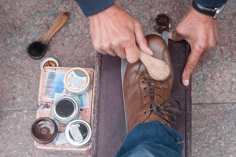 Sprawdzone sposoby na farbujące buty