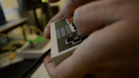 Graj dubstep niczym szef - na padzie od NES-a