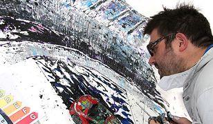 Namalował obraz... oponami