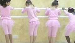 To pierwsze takie zajęcia w Strefie Gazy. Dziewczynki uczą się baletu
