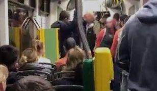 Incydent nagrał jeden z pasażerów tramwaju.