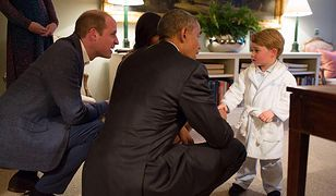 Książę George spotkał się z Barackiem Obamą. Wyglądał słodko w... szlafroku!