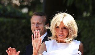 Brigitte Macron odsłania ramiona w Grecji. Pierwsza dama wie, jak zwrócić uwagę