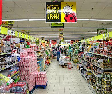 Biedronka stosuje ostatnio sposoby promocji towarów, które zaskakują klientów