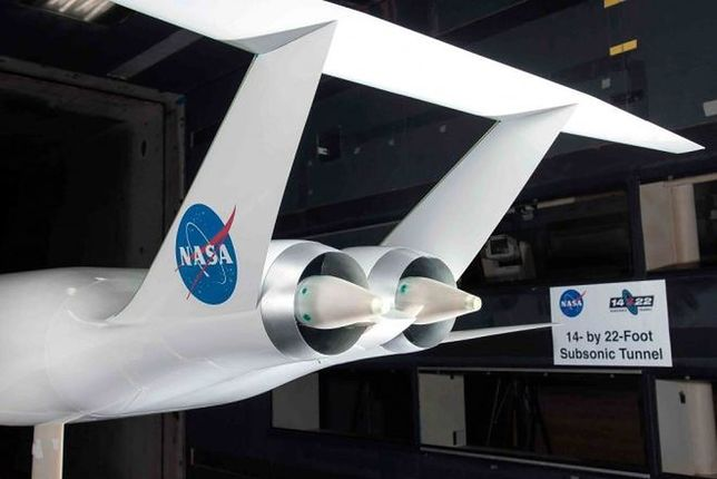 Aurora D8 - stoi za nim NASA