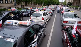 Protest taksówkarzy trwa, a ministerstwo przygotowuje nowe prawo