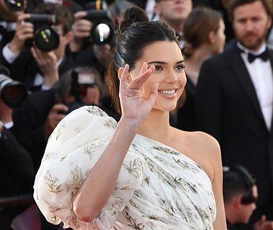 To najgorsza ze stylizacji Kendall Jenner. Suknia przypomina firankę!