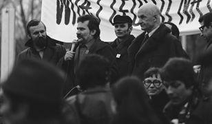 Wystąpienie Lecha Wałęsy podczas spotkania z członkami Solidarności Ziemi Radomskiej. Na zdjęciu - w okularach - Anna Walentynowicz. Zdjęcie archiwalne z 1981 roku