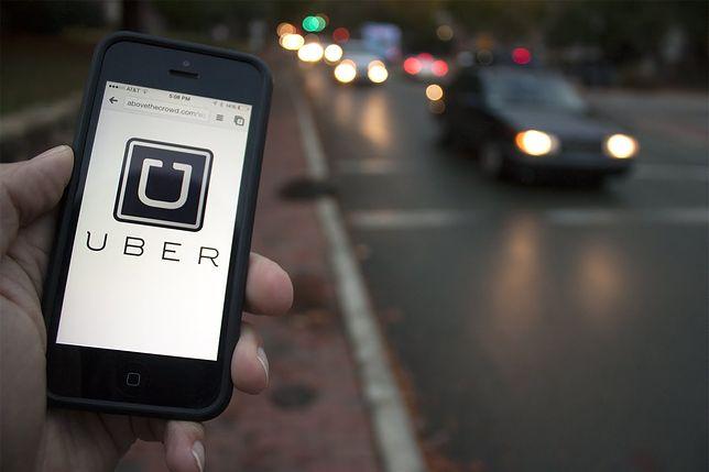 Uber od dwóch lat jest w Polsce. Polacy korzystają z tej aplikacji coraz chętniej, a taksówkarze składają kolejne protesty