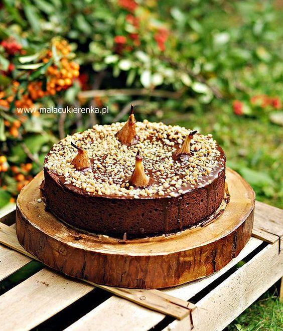 Czekoladowe ciasto z gruszkami i orzechami