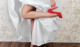 Kolorowe dodatki do ślubnych kreacji