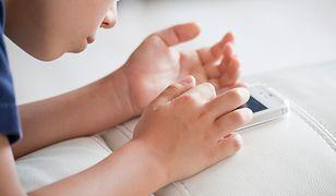 Lepiej wykorzystać telefon w procesie nauki niż z nim walczyć