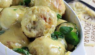Meatballsy z indyka zapiekane z serem