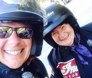 Filip Chajzer na spontanicznym zlocie motocykli z panią Wandzią