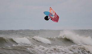 """Maciek Rutkowski – windsurfer """"walczy do końca"""" dla Szlachetnej Paczki"""
