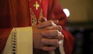 Oszukali księdza na 800 tysięcy zł. Duchowny myślał, że ratuje chorego