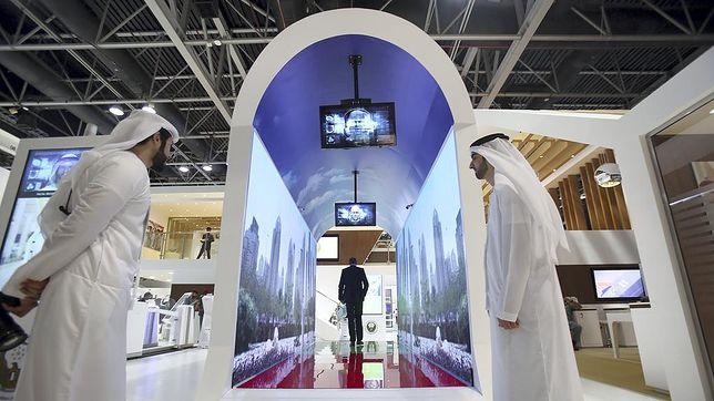 Akwarium zamiast tradycyjnych bramek - to propozycja dla pasażerów na lotnisku w Dubaju