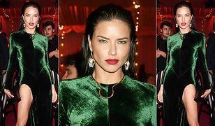 Adriana Lima w zielonym aksamicie od Haidera Ackermanna