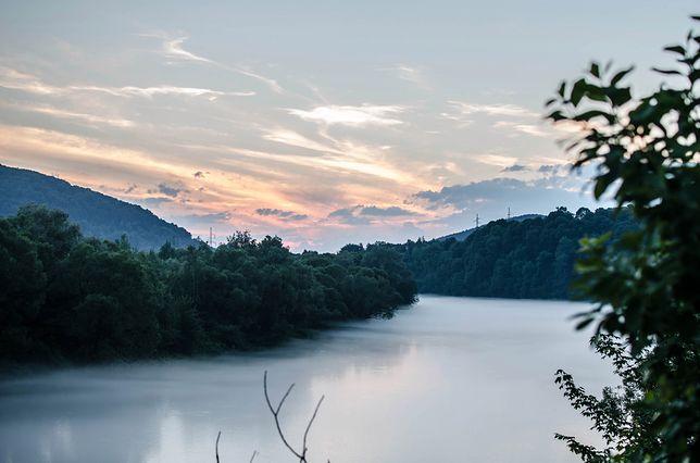 Jezioro Solińskie o zachodzie słońca