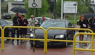 Kierowca minister Zalewskiej nie będzie ukarany za parkowanie na kopercie. Dlaczego?