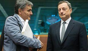 Grecki minister finansów Euclid Tsakalotos i prezydent Europejskiego Banku Centralnego Mario Draghi