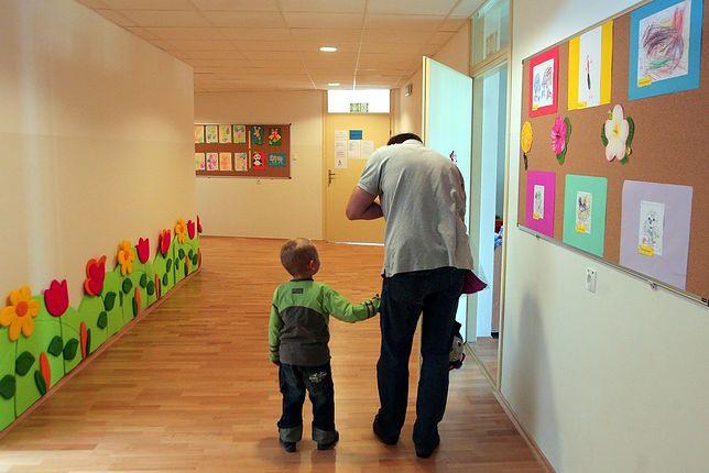 Pan z dzieckiem w przedszkolu