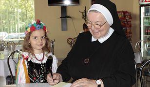 Fenomen siostry Anastazji. Kim jest zakonnica - mistrzyni cukiernictwa i gotowania?