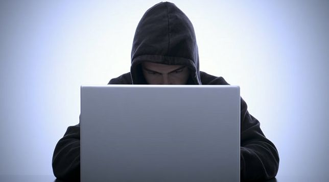 Nawet dyrektor FBI zakleja kamerkę internetową w laptopie. Oto powód