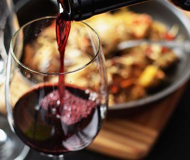 Co do steka, a co do włoskiej pasty? Podpowiadamy, jak prawidłowo dobrać alkohol do jedzenia