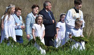 Premier z mężem i synem w Przecieszynie