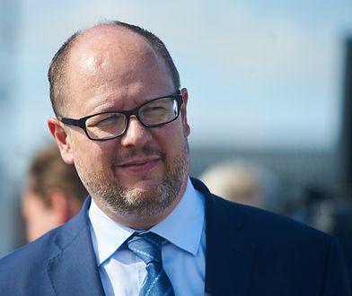 Paweł Adamowicz zarabia jako prezydent Gdańska 12,4 tys. zł. Po zmianach w prawie mógłby dostać dwa razy więcej.