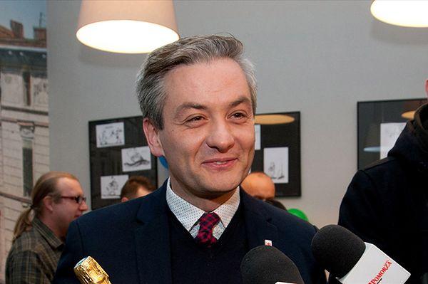 Biedroń: nie będę zdejmował krzyży ani organizował tęczowych manifestacji
