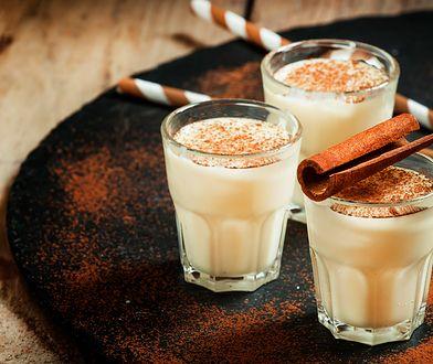 Ajerkoniak to napój alkoholowy, który każdy może przygotować we własnym domu