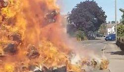 #dziejesiewmoto [425]: pożar słomy na ulicy, sportowy nissan na prąd i wypadki polskich kierowców