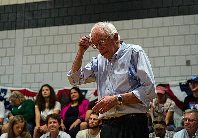 Sanders tłumaczy się na Florydzie z pochwał pod adresem Castro