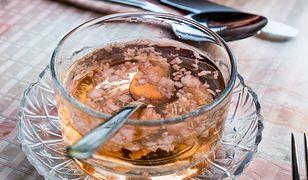 Miód i czosnek to świetna mieszanka na przeziębienie. Wzmacnia odporność i pomaga leczyć infekcje.