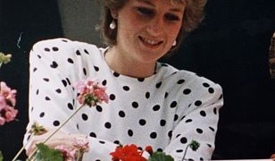 Czarne groszki na białym tle nosiła księżna Diana. Teraz znów są modne!