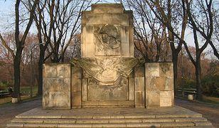 Pomnik wdzięczności żołnierzom radzieckim w warszawskim Parku Skaryszewskim