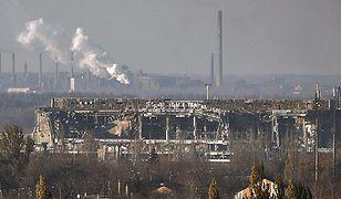 Zniszczony terminal lotniska w Doniecku