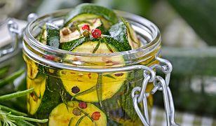 Dieta na wiosnę: kiszone cukinie i woda z burakiem