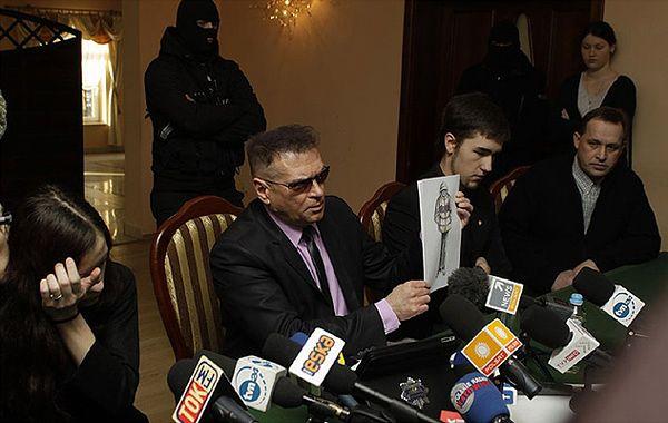 Konferencja prasowa z udziałem K. Rutkowskiego i rodzicami zmarłem Magdy