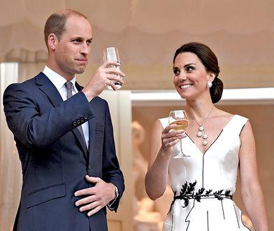 """6 chrzestnych, tata poza porodówką. Co się dzieje, gdy rodzi się """"royal baby""""?"""