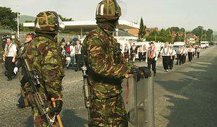 Brytyjscy żołnierze podczas parady protestantów w Belfaście w 2005 roku