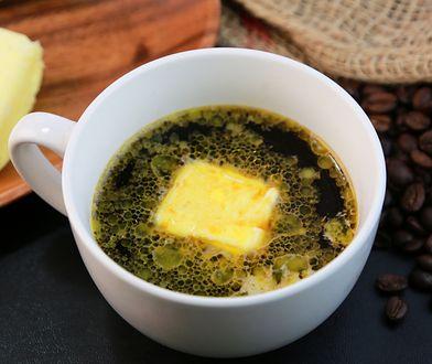 Napój z masłem i olejem, czyli kto wynalazł kawę kuloodporną