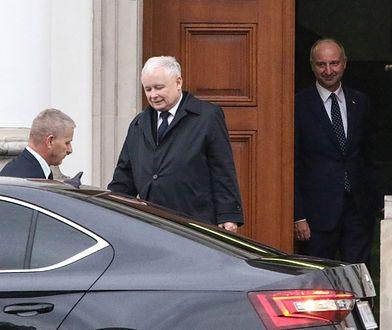 Prezes Prawa i Sprawiedliwości Jarosław Kaczyński opuszcza Belweder po spotkaniu z Andrzejem Dudą