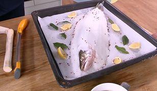Sandacz pieczony w soli z kiszonym selerem i polentą