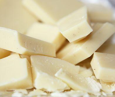 Biała czekolada jest smacznym, ale nie najzdrowszym rodzajem czekolady