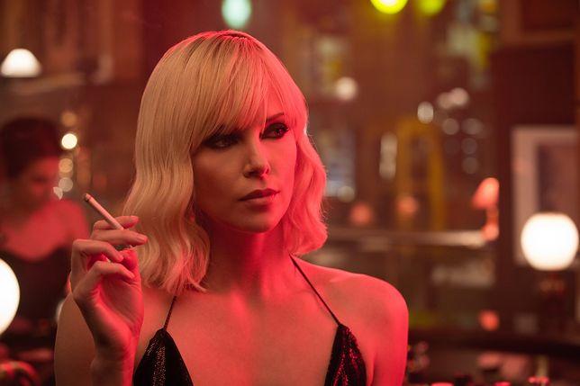 """Charlize Theron jako najpiękniejsza broń masowego rażenia. Zobacz fragmenty filmu """"Atomic Blonde"""" [WIDEO]"""