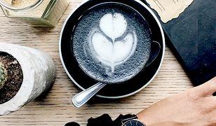 Kawa z węglem nowym kulinarnym hitem!