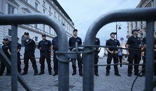 Policja na Krakowskim Przedmieściu w okolicy Pałacu Prezydenckiego podczas miesięcznicy smoleńskiej w lipcu br.